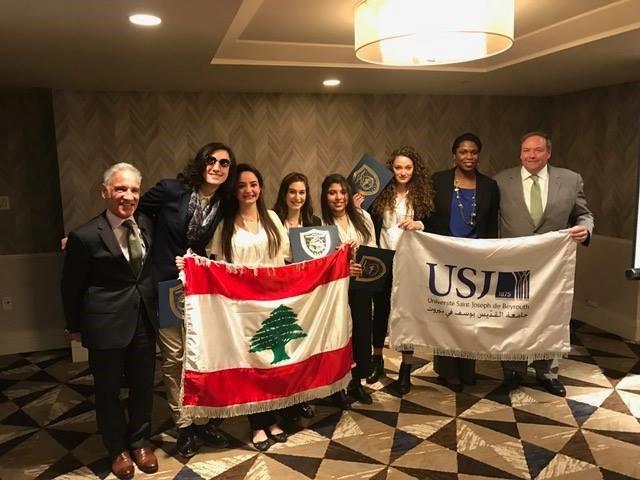 L'équipe USJ remporte le premier prix de la compétition internationale.