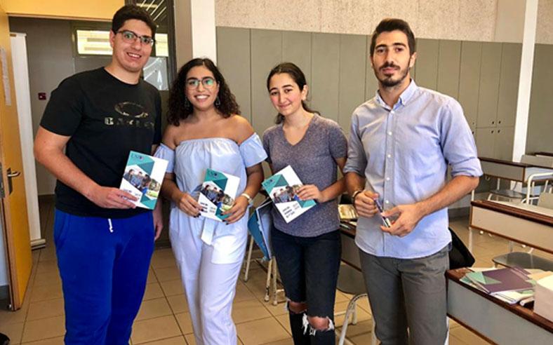 Les élèves de l'Athénée de Beyrouth et le SIO