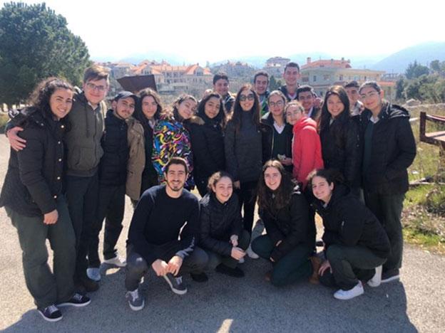 L'équipe du SIO avec les élèves du Collège de la Sainte Famille - Mizyara
