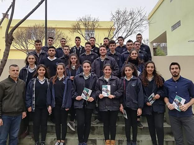 L'équipe du SIO avec les élèves du Collège des Sœurs des Saints-Cœurs Andaket.