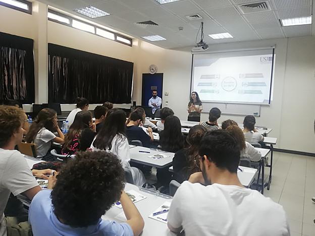L'équipe du SIO lors d'une rencontre avec les élèves du Collège Protestant Français,Koraytem