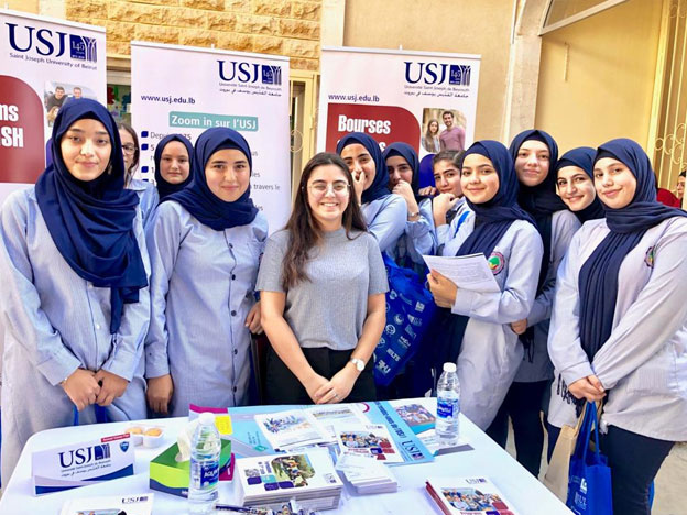 Le SIO lors d'une rencontre avec les élèves de Tahwita Modern School.