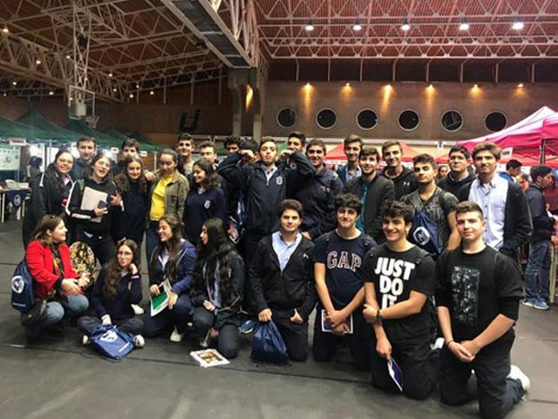 Photo des élèves du Collège des Frères Mont La Salle lors de la journée portes découvertes organisée le 4 décembre 2019 au CST