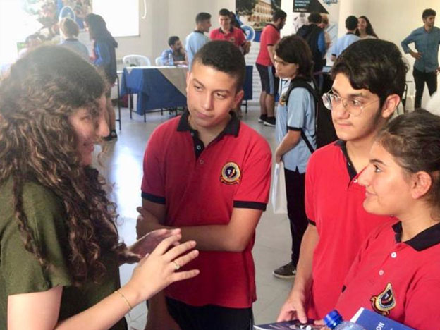 L'équipe du SIO lors d'une rencontre avec les élèves de l'Antonine International School – Ajaltoun