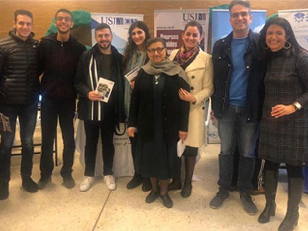 L'équipe du SIO lors d'une rencontre avec les élèves du Collège des Sœurs des Saints-Cœurs, Tripoli-Haïkalieh.