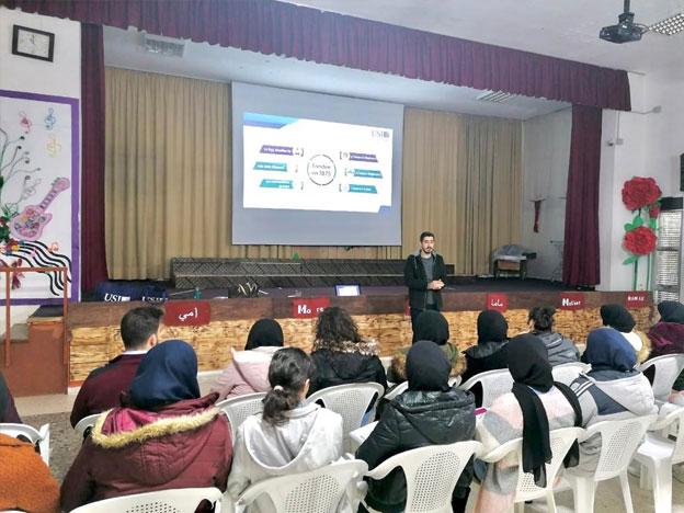 L'équipe du SIO lors d'une causerie avec les élèves de l'École Elissa à Kossaybeh