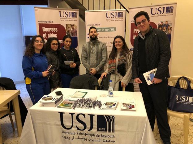 L'équipe du SIO lors d'une rencontre avec les élèves de l'École Saint-Antoine de Padoue des Sœurs Maronites de la Sainte-Famille à Hoch Hala