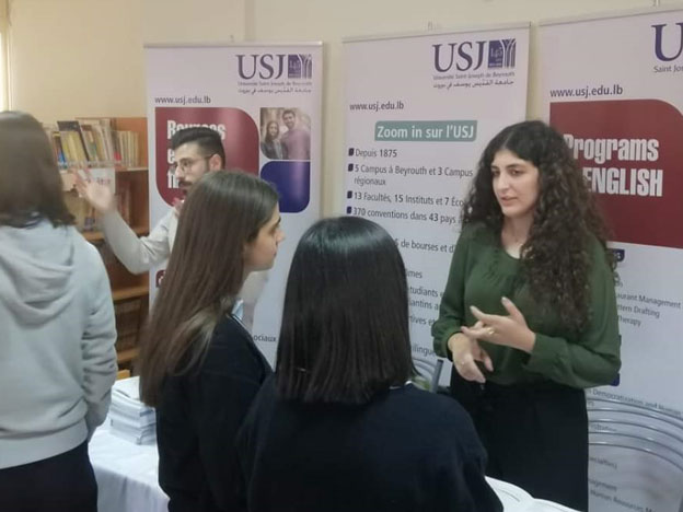 L'équipe du SIO lors d'une rencontre avec les élèves du Collège des Sœurs du Rosaire - Mountazah