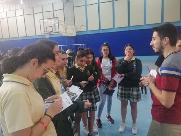 L'équipe du SIO lors d'une rencontre avec les élèves du Collège Melankton et Haig Arslanian, Antelias